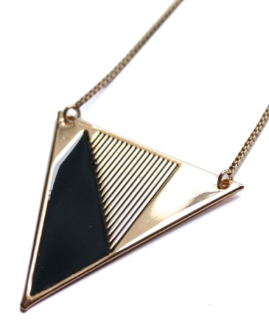 collier_triangle_noir_62€