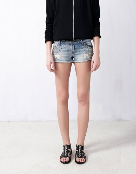 Pull and Bear SHORT CLOUTÉ BICOLORE 29.99€€