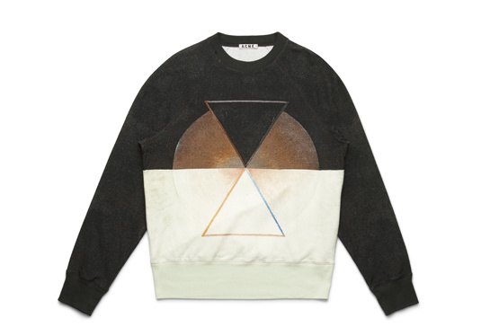 Sweat-shirt College, collection hommage à Hilma af Klint par Acne Studios  photo par margaux Krehl